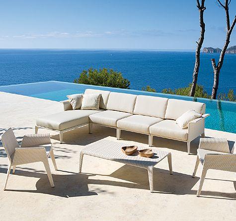Auch für etwas kleinere Terrassen ist Rattan-Loungemöbel YU - loungemobel garten modern