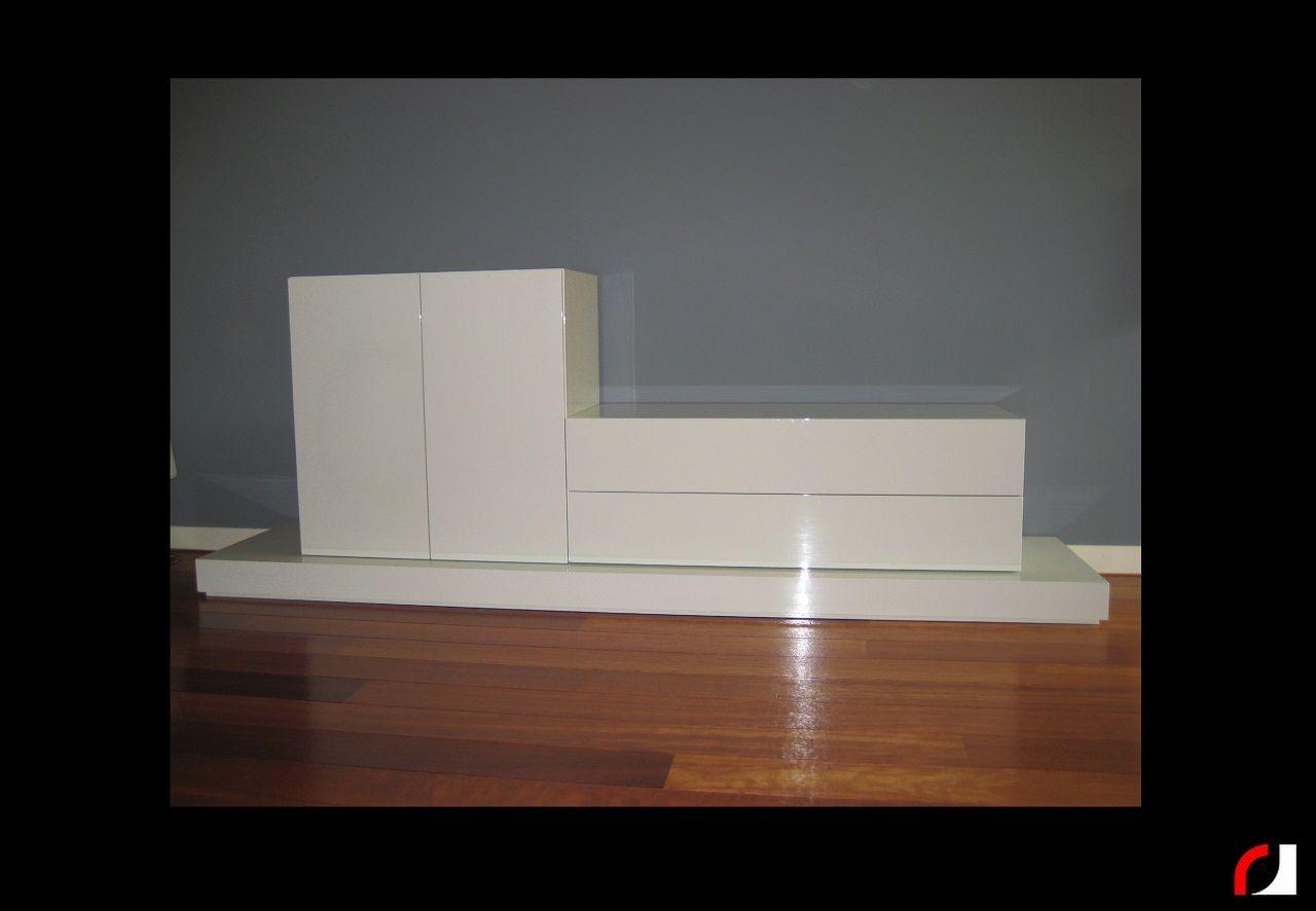 Meubels Wit Verven : Tv meubel in hoogglans wit gespoten kast kasten renoveren