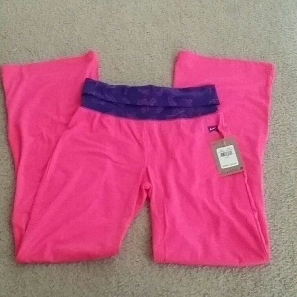 Girls Nike youth large yoga pants NWT New with tag.   Youth size large, 12 - 13 yrs, 152 - 158 cm.     Please check my other listings. Thank you for looking and have a great day! Nike Pants Track Pants & Joggers