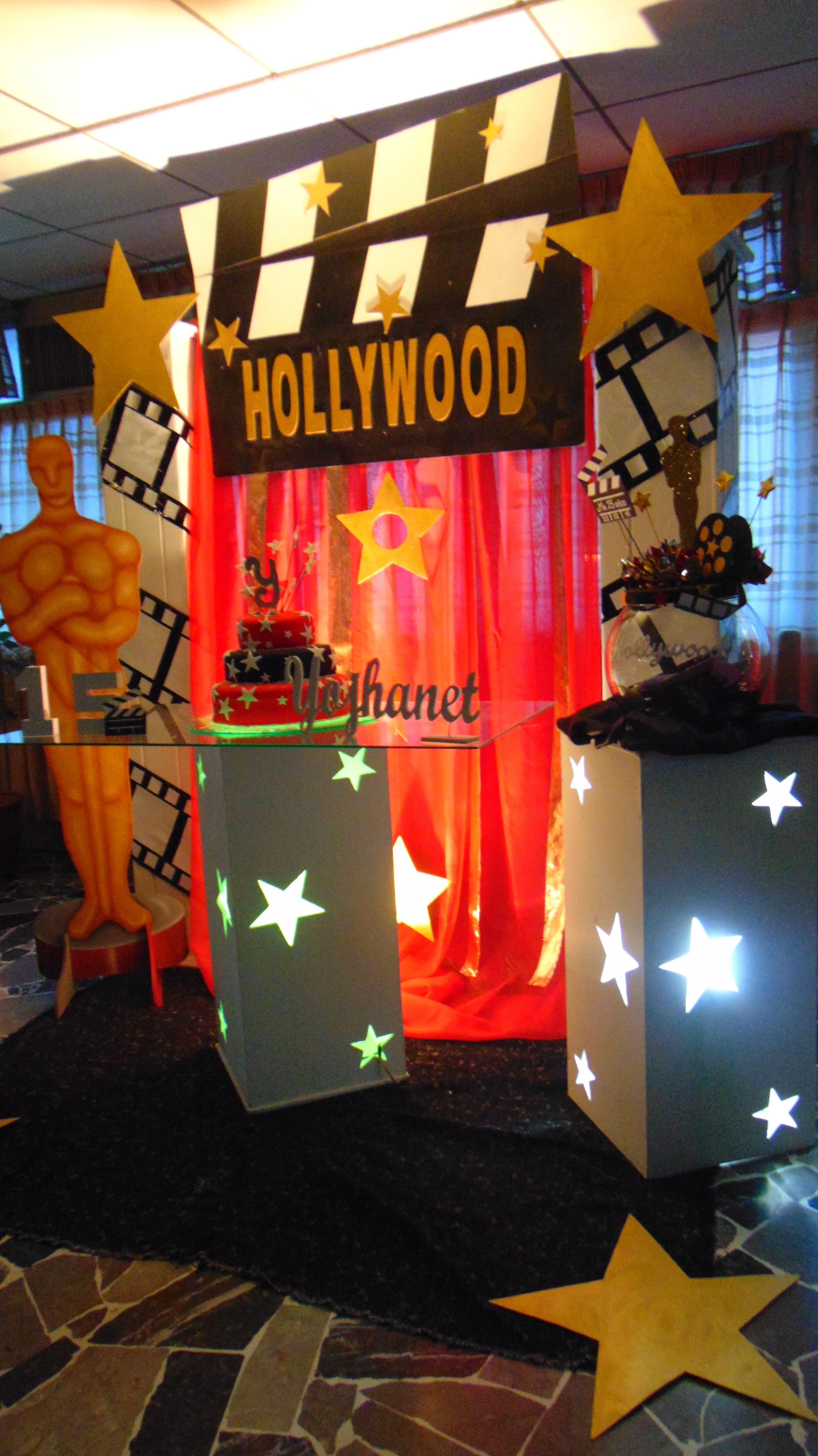 Decoración de 15 años. Temática de Hollywood 4 (Mesa de torta)