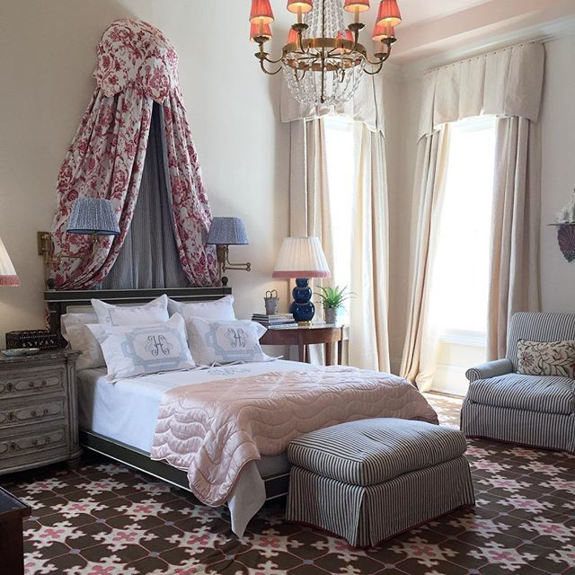 The master bedroom designed by @waremporter has a decidedly traditional vibe with elements like the canopy above the bed, the fabric lampshades and the @leontinelinens monogrammed bedding, but the custom wool dhurrie rug grounds the space and keeps it current yet timeless. #designhounds #southernstylenow @traditionalhome #design #inspiration #nola