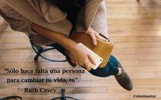 """""""Sólo hace falta una persona para cambiar tu vida, tú"""".  - Ruth Casey #FraseDelDía #Motivación"""