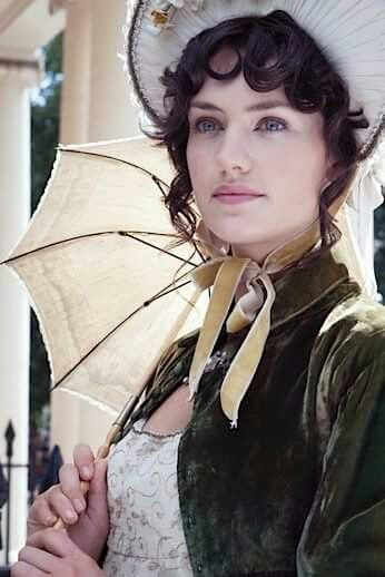 Vestito con spencer copricapo e ombrella