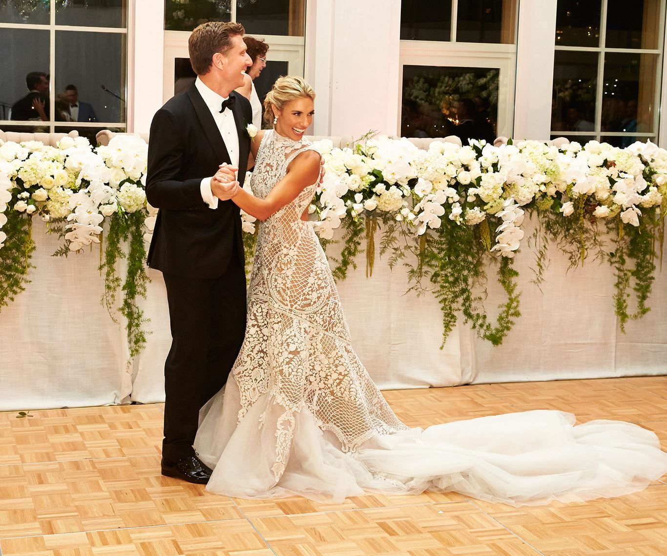 Red Wiggle Simon Pryce Tied The Knot To Stunning Personal Trainer Lauren Hannaford Who He Met On A Wiggles Tour A Wedding Dresses Lace Wedding Wedding Dresses