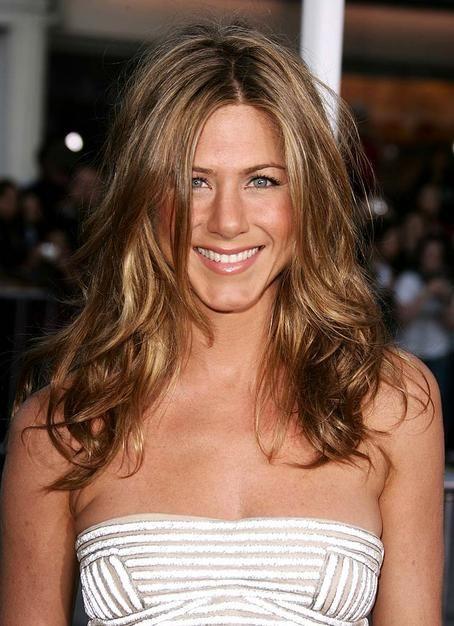 Jennifer Aniston dark and highlighted hair lovelovelove