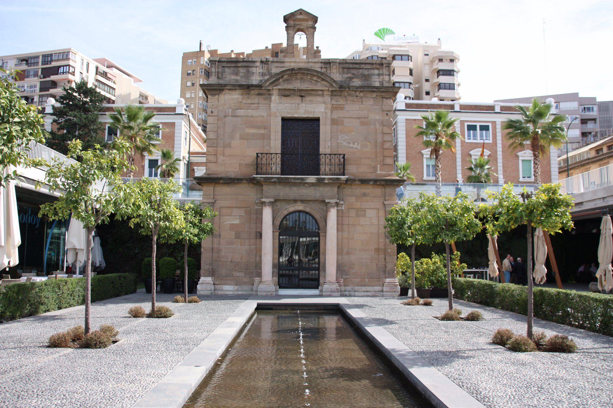 Historische Übrigbleibsel in einem der neuesten Teile Málagas