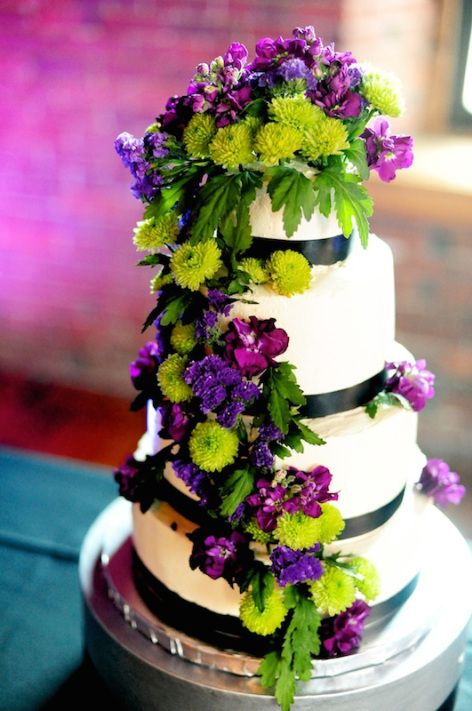 lime green and purple wedding decorations purple and lime green wedding cake with real flowers 5550