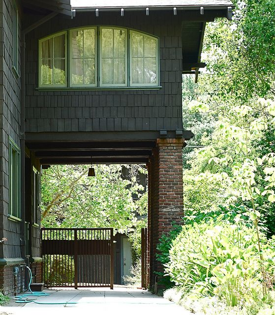 Pasadena craftsman by the estate of things via flickr for Piani di casa cottage con porte cochere