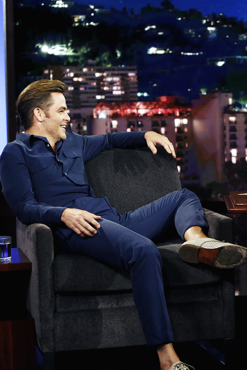 promoting STB on Jimmy Kimmel August 2016 | Chris Pine in ...