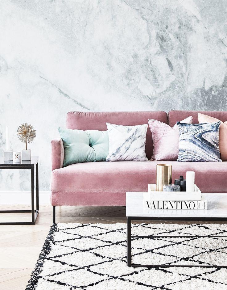 Schon In Pink Unser Lieblings Samtsofa In Pink Kombiniert Mit Trendigen Diy Haus Dekoration Living Room Inspiration Pink Pink Living Room Living Room Inspiration