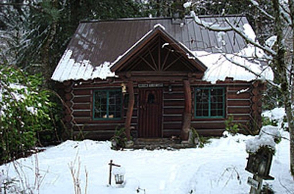 national government cabin cheap hood log rentals forest cabins fireplce for mt rental rent camp