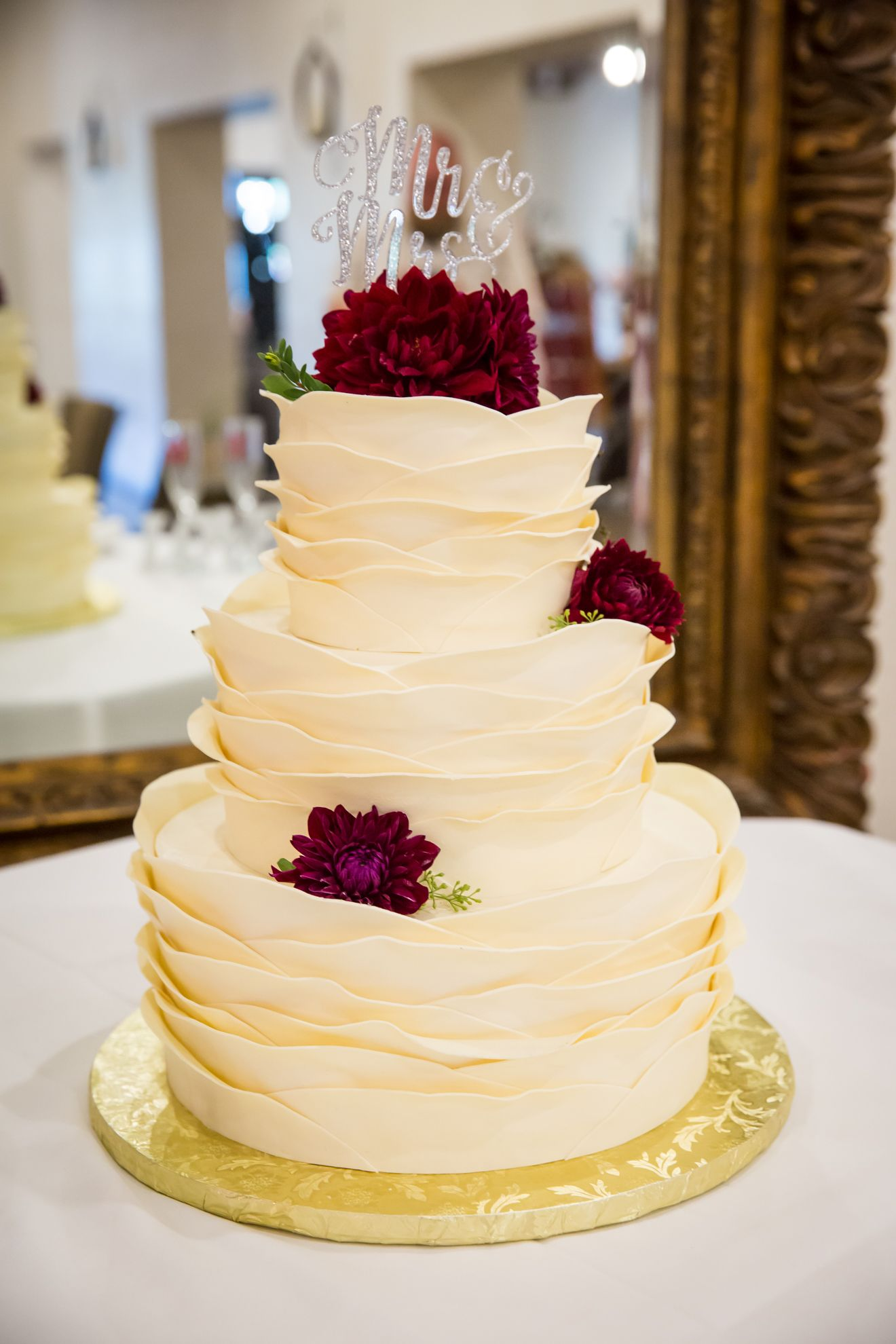 12 Show-Stopping Wedding Cakes Almost Too Pretty to Slice | Weddings ...