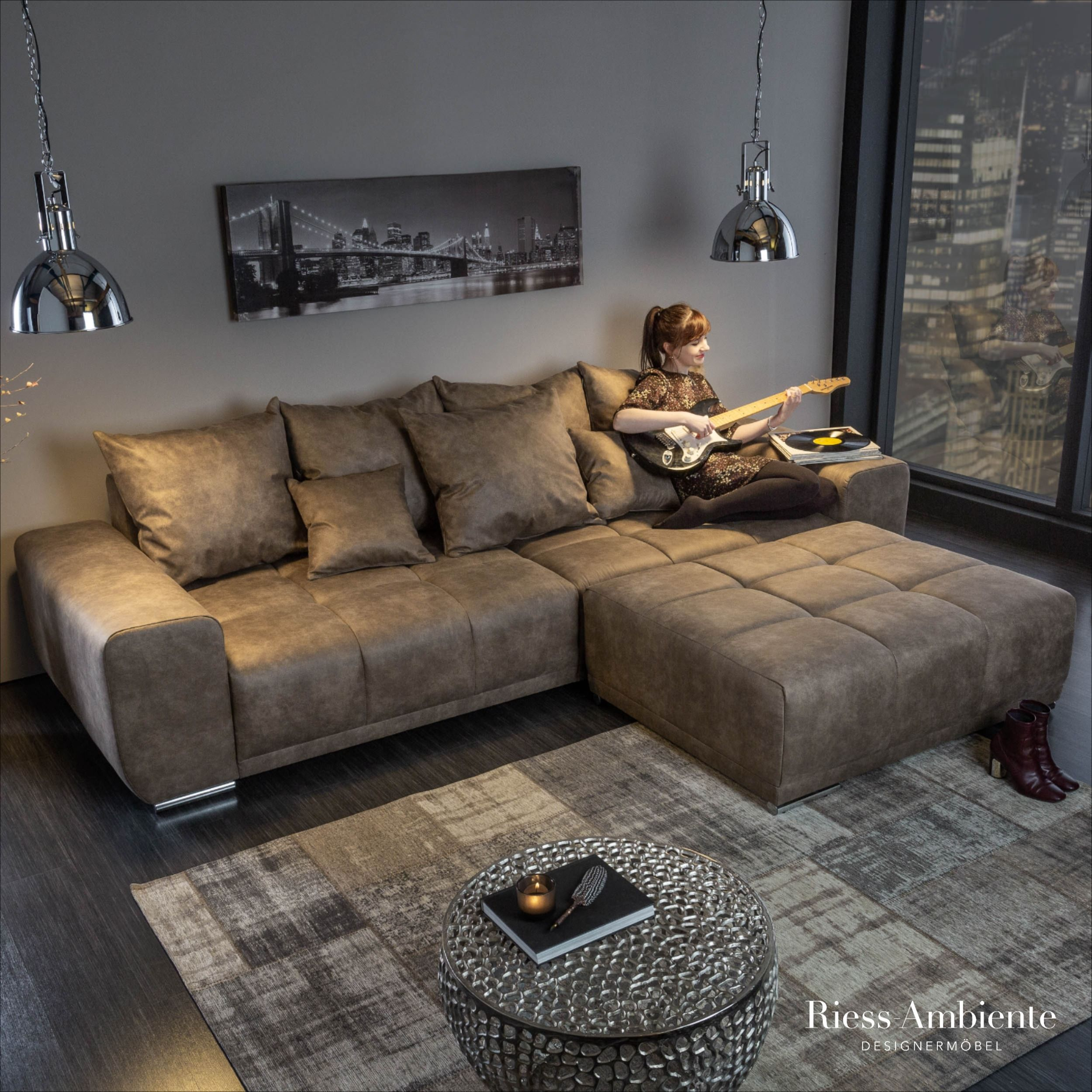 Extravagantes Xxl Sofa Elegancia 280cm Taupe Inkl Kissen Bigsofa In 2020 Xxl Sofa Hochglanz Mobel Modernes Wohnen