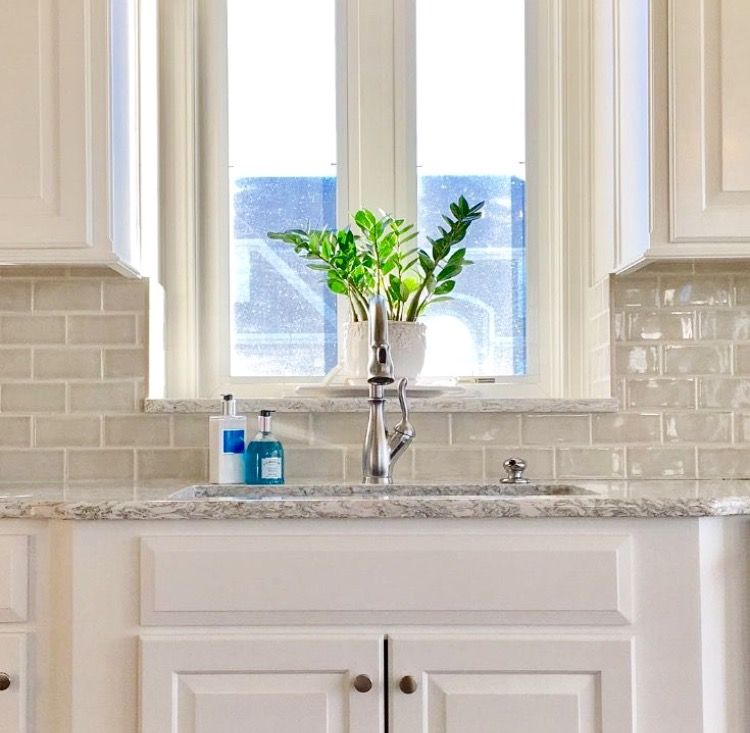 What Color Kitchen Tiles With Berwyn Quartz And White Cabinets