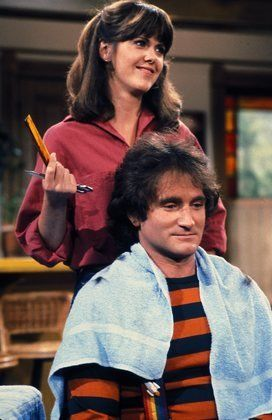 Mork & Mindy (1978–1982) A wacky alien comes to Earth to study its residents, and the life of the human woman he boards with is never the same.