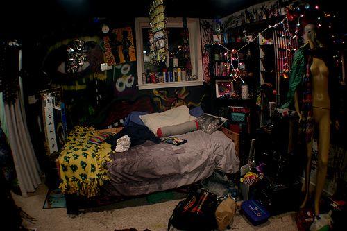 Pin By Joanna Wedrychowska On Dream Home Punk Room Grunge Bedroom Aesthetic Bedroom