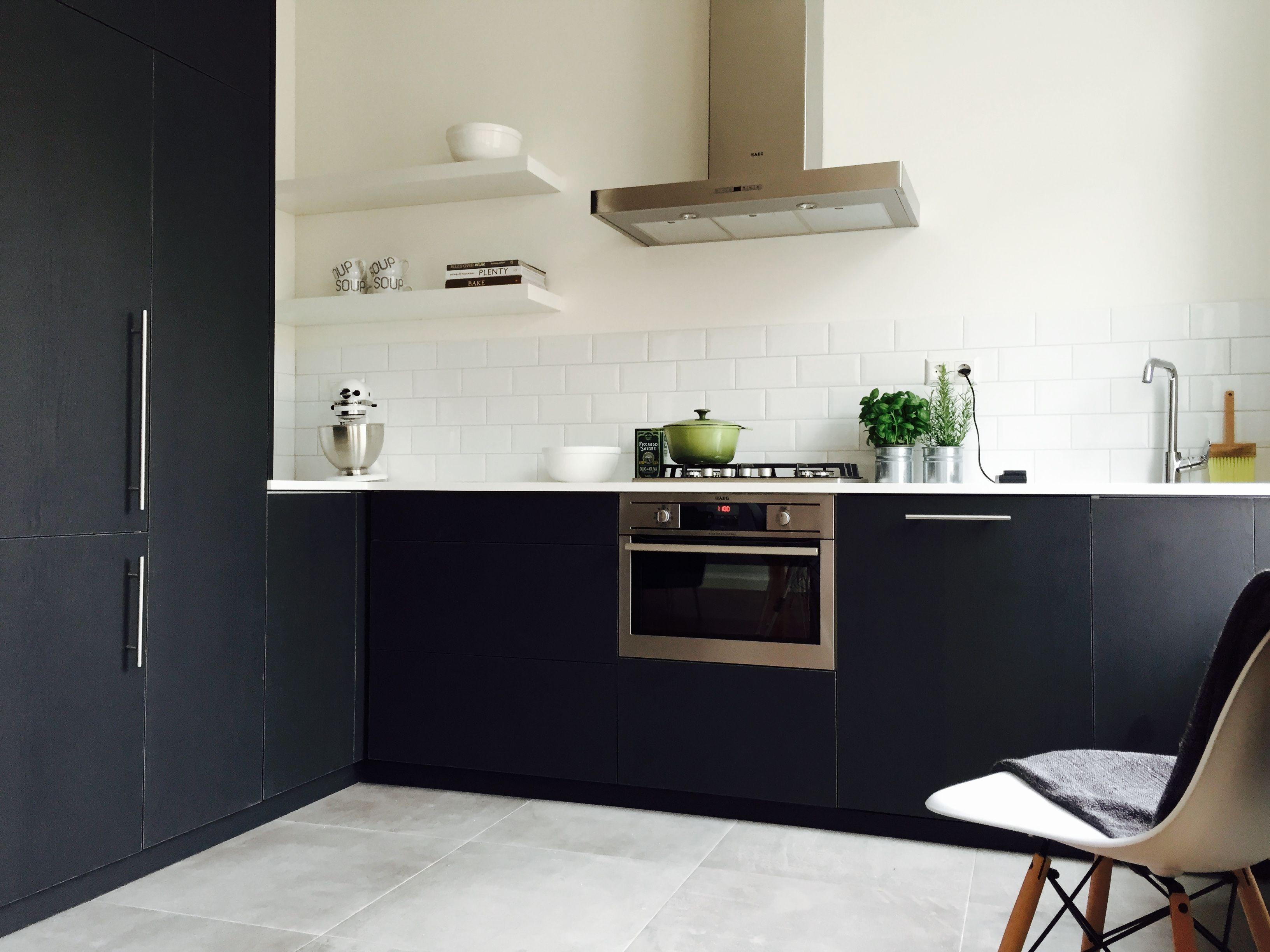 Ikea Houten Keuken : Ikea keuken aangekleed door frontz houten fronten corian blad en