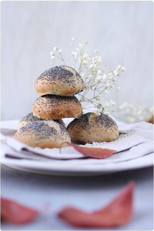 Je ne savais pas trop comment nommer ces petits pains. Je les ai réalisés dans l'idée qu'ils pourraient être servis lors de votre repas de Noël. C'est