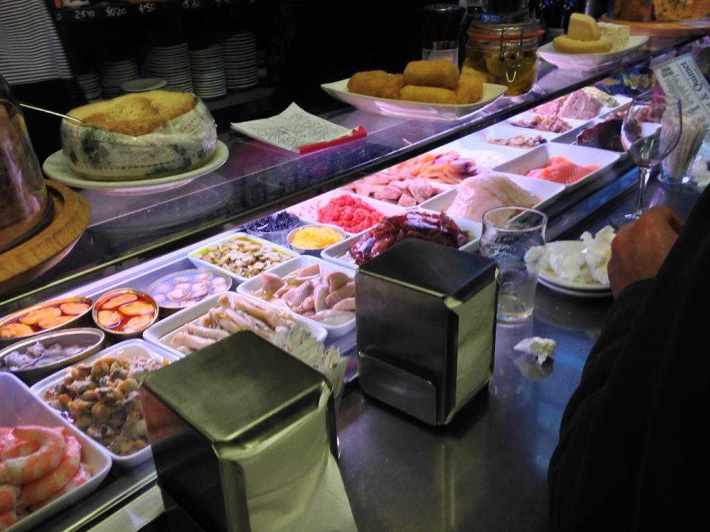 Piccola, semplice ma ottimo cibo!! - Recensioni su Quimet & Quimet, Barcellona - TripAdvisor