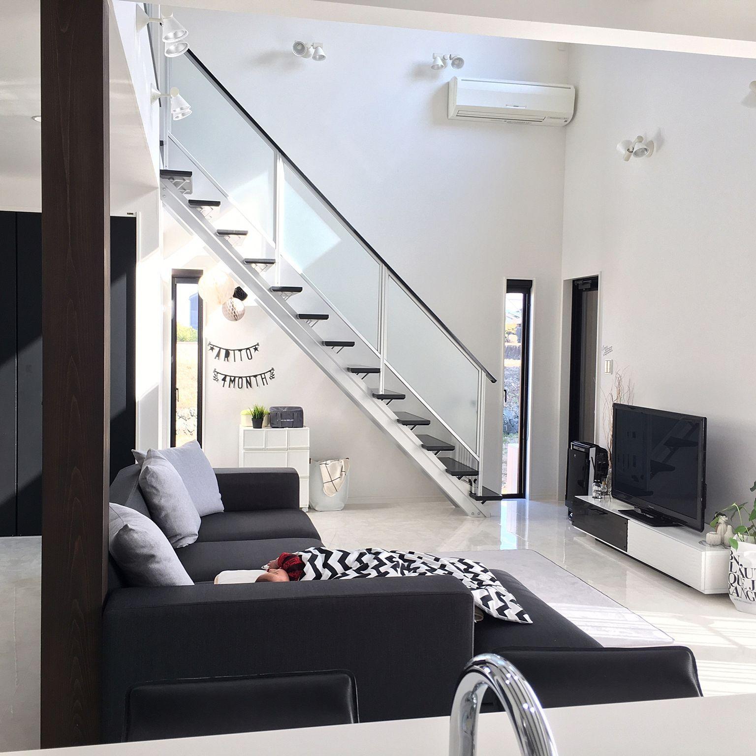 リビング 赤ちゃんのいる暮らし リビング階段 吹き抜けのある家