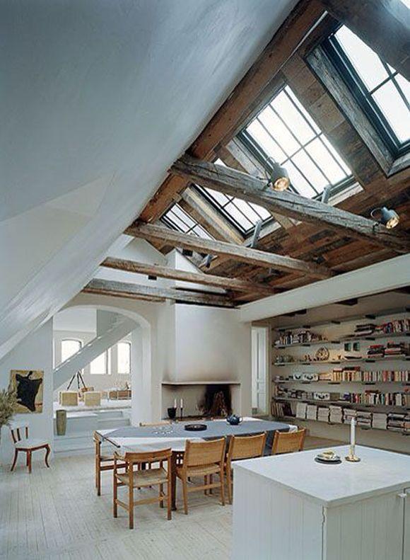 beyond beautiful attic space with a big bookshelf riesiger raum unter dem dach mit dachbalken. Black Bedroom Furniture Sets. Home Design Ideas
