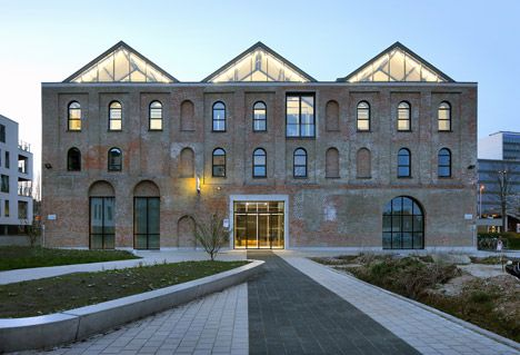 Archipl-Architects converts factory into light-filled workplace - Exemple De Facade De Maison