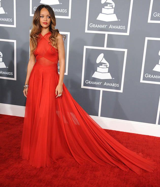 Rihanna abendkleid rot