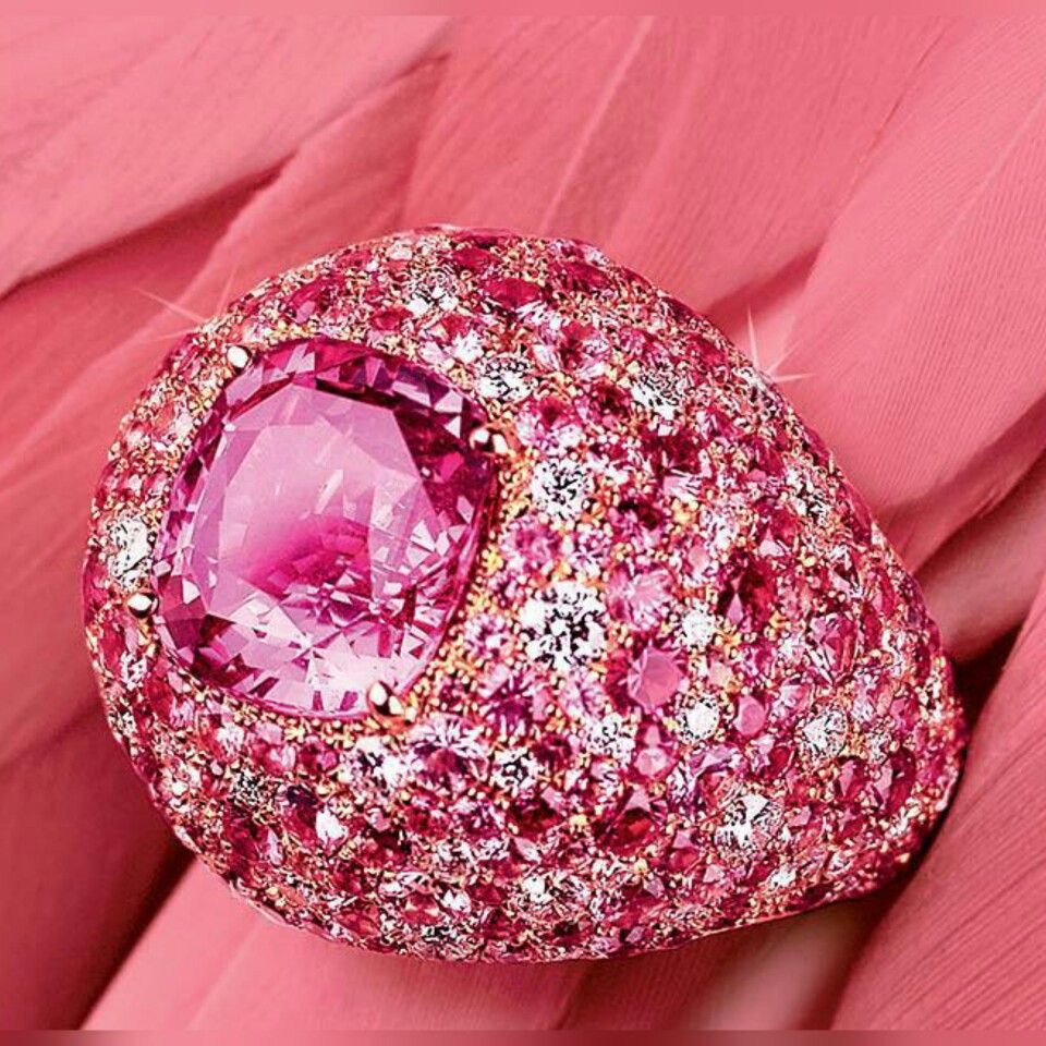 Our favourite ring from the new #Piaget Sunny Side of Life ...