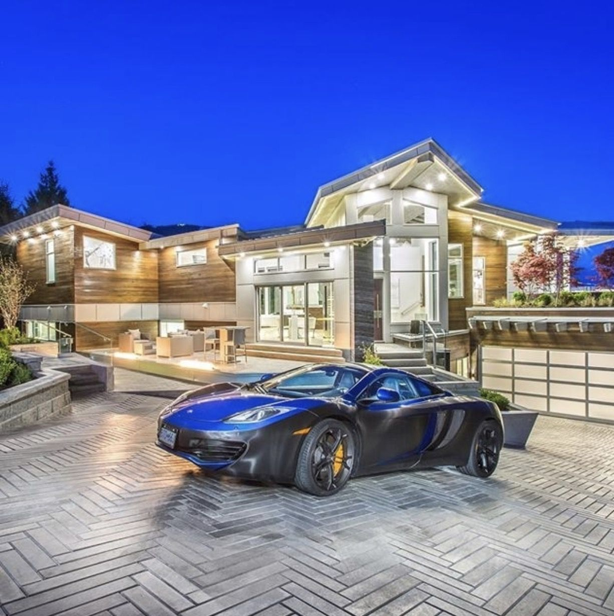 Would You Like To Know More About This Magnificent Property Message Andrew Rosecoastrealty Com To Receive Details House Modern Mansion Luxury Life