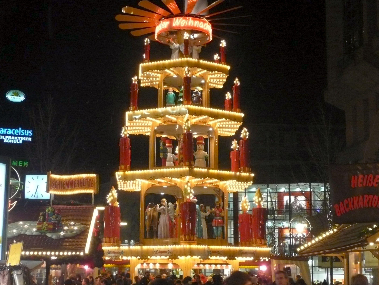 Weihnachtsmarkt Dortmund Bis Wann.Große Pyramide Auf Dem Dortmunder Weihnachtsmarkt Weihnachten