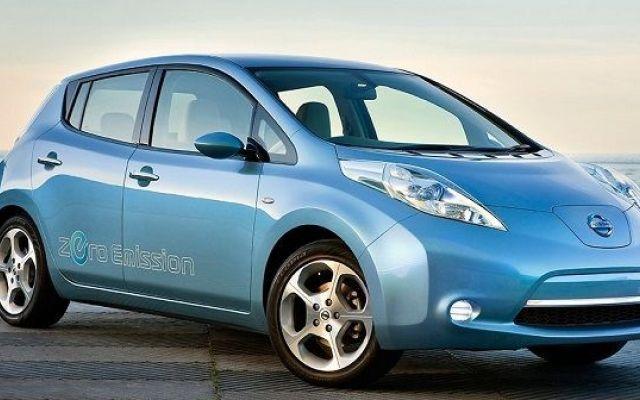 Tra 6 anni le auto elettriche costeranno come quelle tradizionali Sulla base di un recente rapporto di Bloomberg New Energy Finance, le auto elettriche risulteranno più convenienti delle auto convenzionali (quelle con motore a combustione interna) entro il 2022. S #autoelettriche