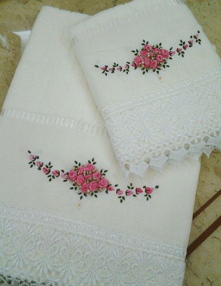 18dd71f3b989 Jogo de toalha, banho e rosto bordados na cor pink mesclado e acabamento em  guipir