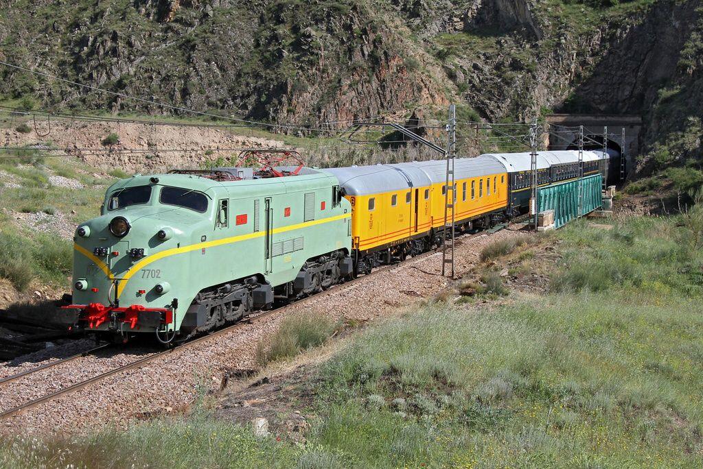 RENFE 277 002, Historic train (Tren Azul) from Alhama de