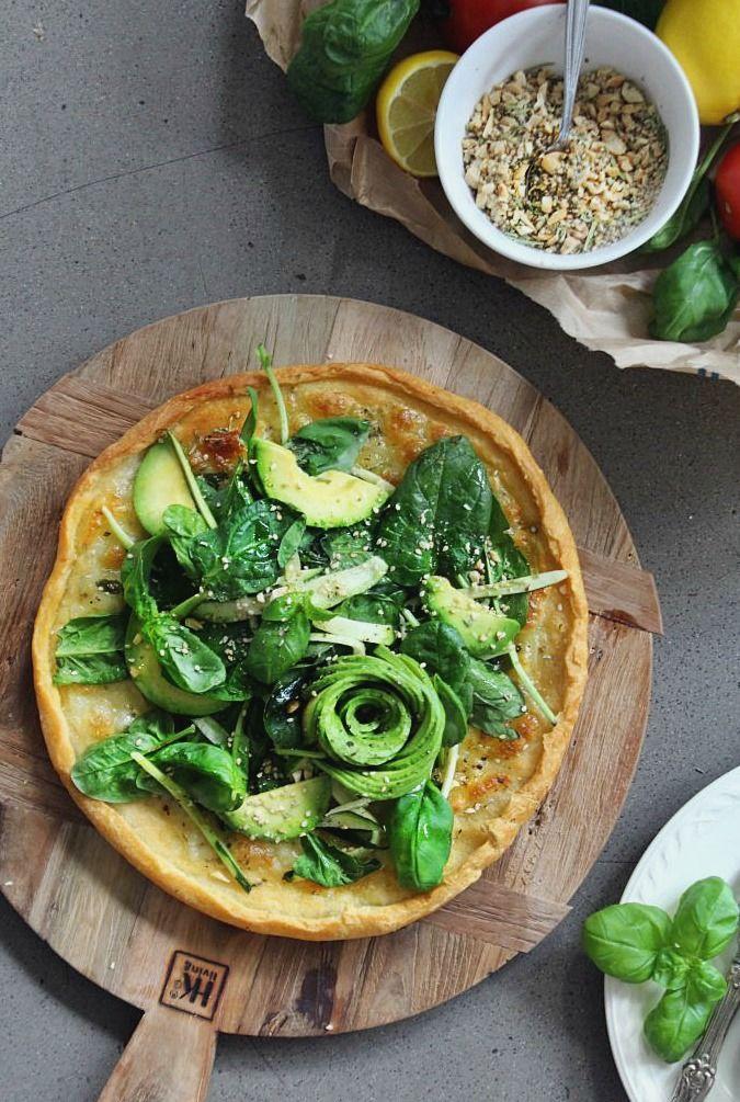 Im Trend Avocado Pizza Mit Spinatsalat Und Dukkah Rezepte Vegetarisch Vegane Rezepte