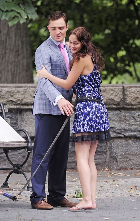 Leighton Meester dating Zimbio Dejting roliga frågor