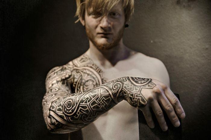 tatouage nordique homme. Black Bedroom Furniture Sets. Home Design Ideas