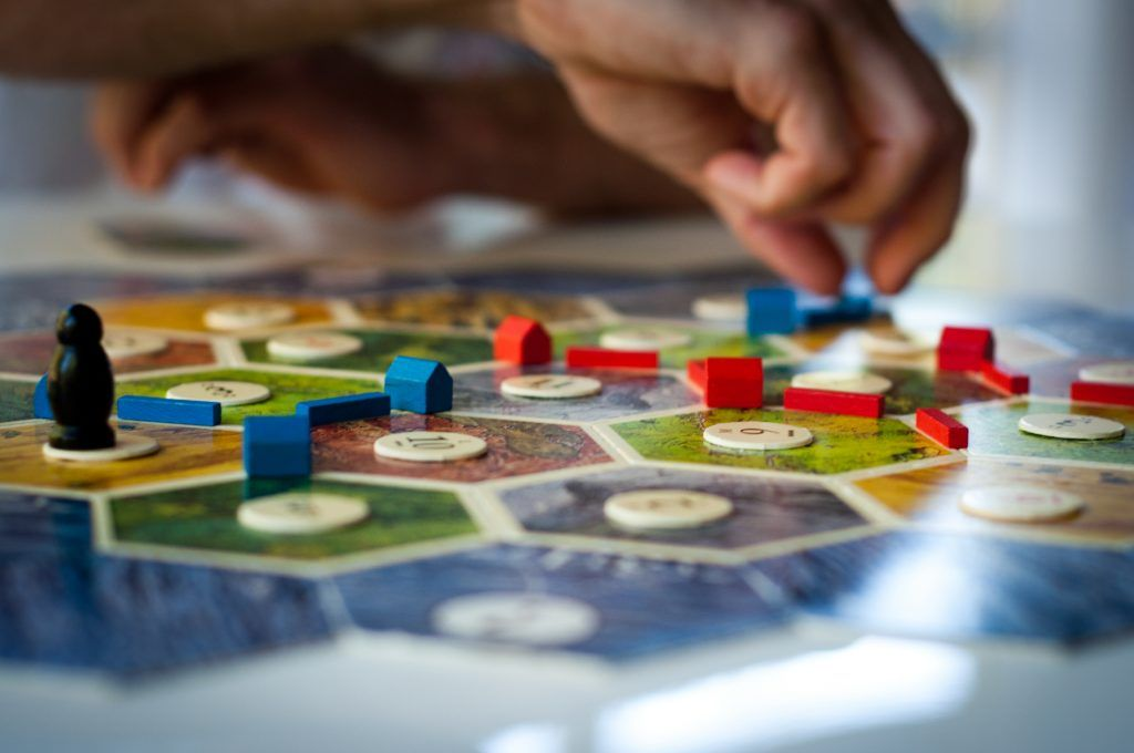 4 Hidden Benefits of Playing Board Games | Juegos