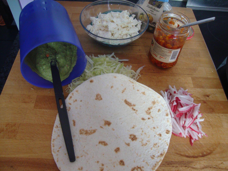 Das perfekte Wraps mit Avocadocreme & Radieschen-Rezept mit einfacher Schritt-für-Schritt-Anleitung: Avocado Fleisch, Erbsen, Zitronensaft,…