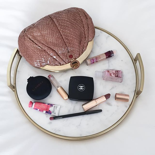 Essentials for a night out #ontheblog www.catsdailyliving.com #blog #blogger #bloggerstyle #bloggerlife #beauty #beautyblogger #beautycare #beautyblog #style #styleblogger #instastyle #streetstyle #instyle #fashion #fashionblog #fashionista #fashionblogger #fashionable #fashiondiaries #instapic #instablog #instagood #instabeauty #instamakeup #photooftheday #instadaily #night #essentials #nightout  #Regram via @dailycatl