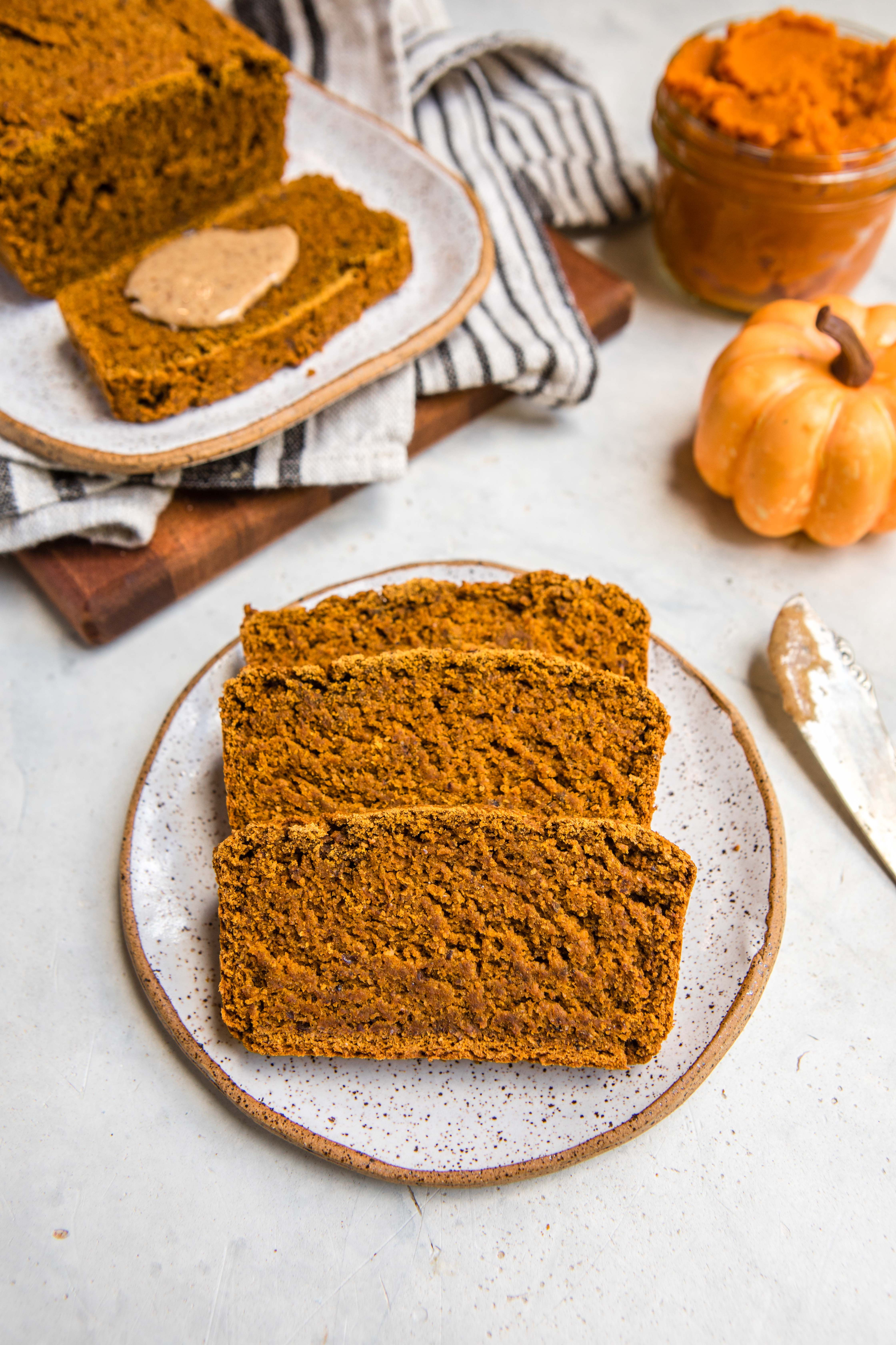 Vegan Pumpkin Bread (Fluffy & GlutenFree!) is part of Vegan dessert Healthy - Fluffy, GlutenFree, and made with only 8 ingredients, this Vegan Pumpkin Bread is sure to be a hit! Perfect for a delicious Fall breakfast, snack, or healthy dessert