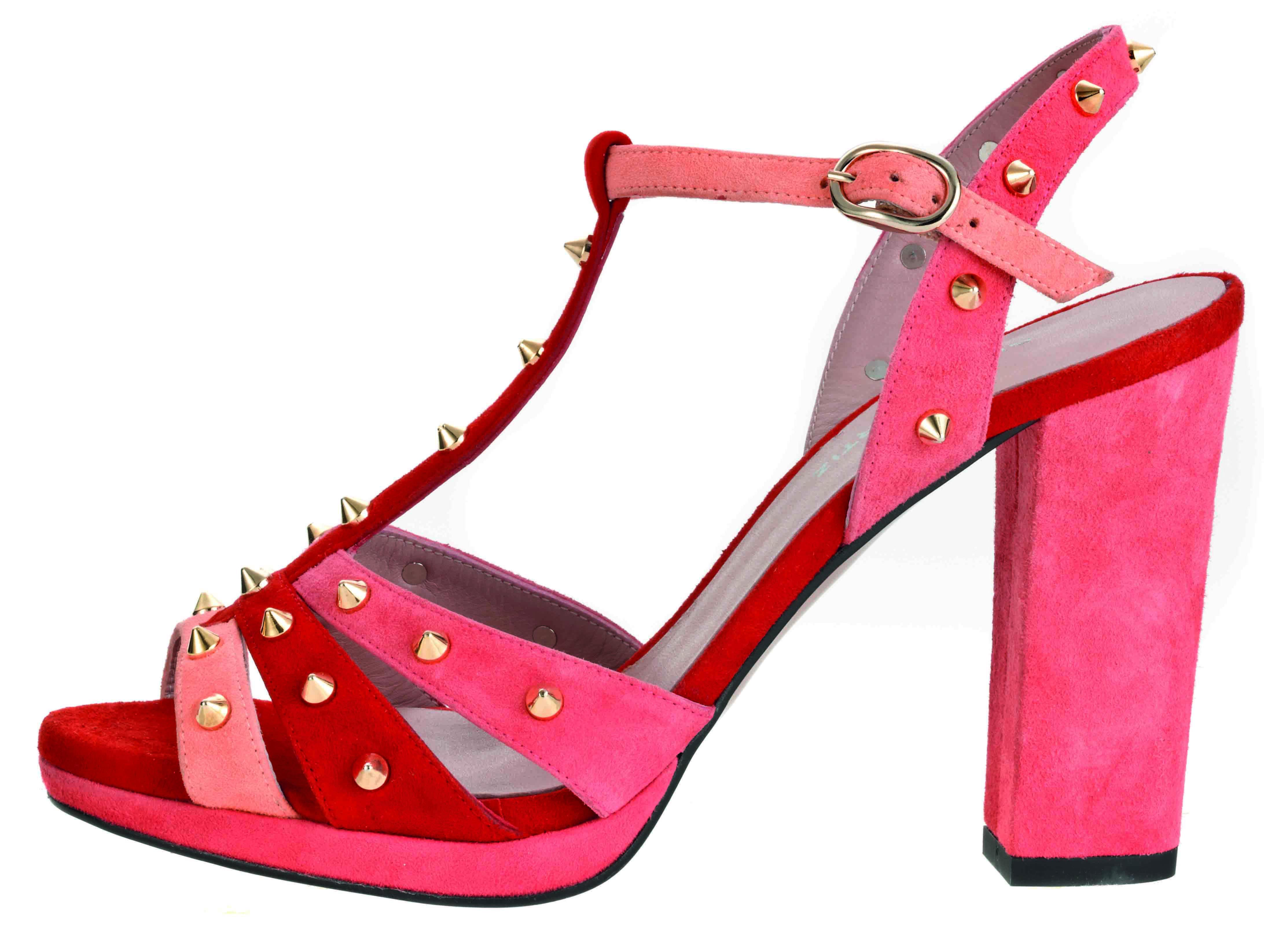 ¡En rosa y con tachuelas!
