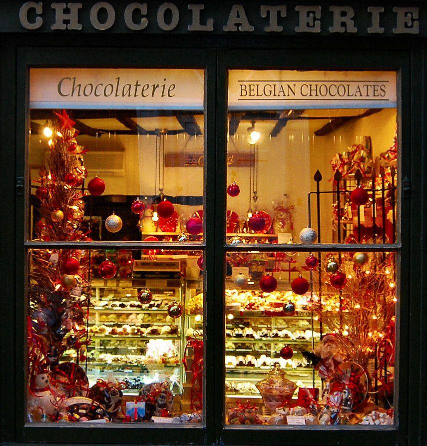 Chocolaterie Shop Window Lincoln Christmas Window Display