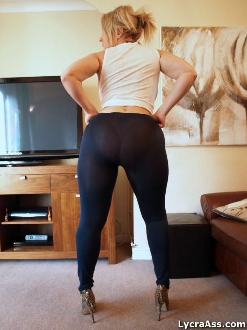Pink sweats milf round ass