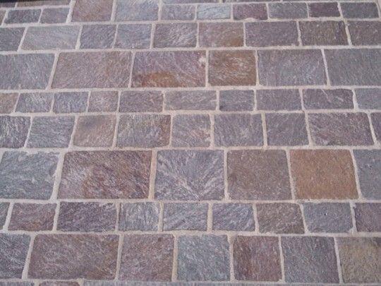 Pavimento squadrato con porfido pietra di trani pinterest - Piastrelle garage prezzi ...