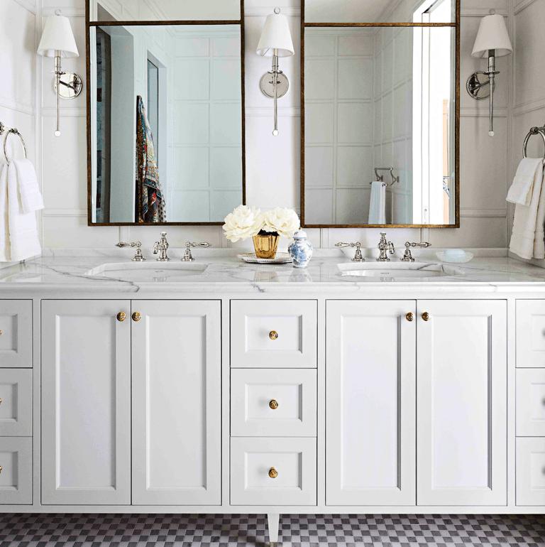 Traditional And Glamorous By Summer Thornton The Glam Pad Bathroom Interior Design Bathroom Inspiration Modern Trendy Bathroom