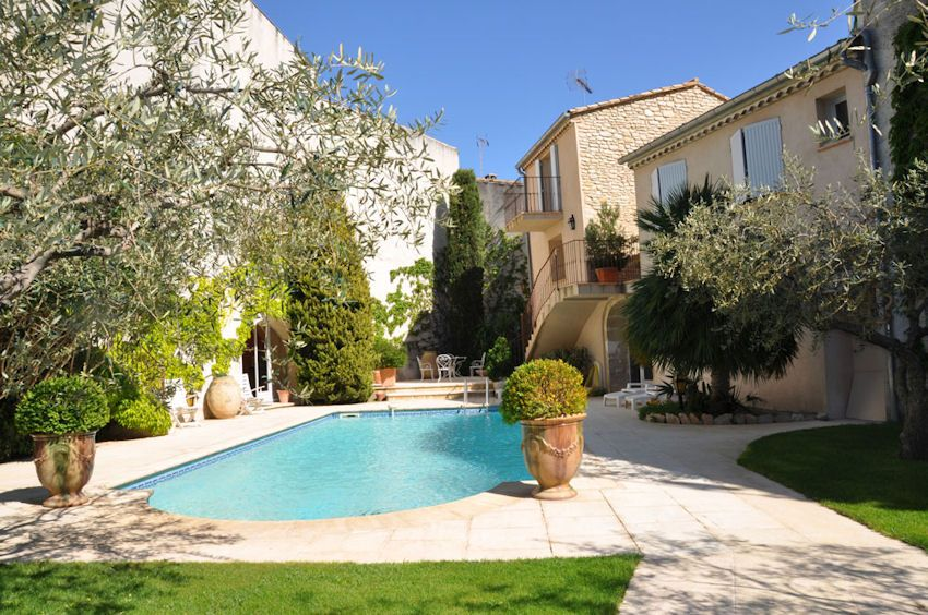 LESTELOUM Maison Dhôtes De Charme Avec Piscine à Bezouce Dans Le - Hotel languedoc roussillon avec piscine