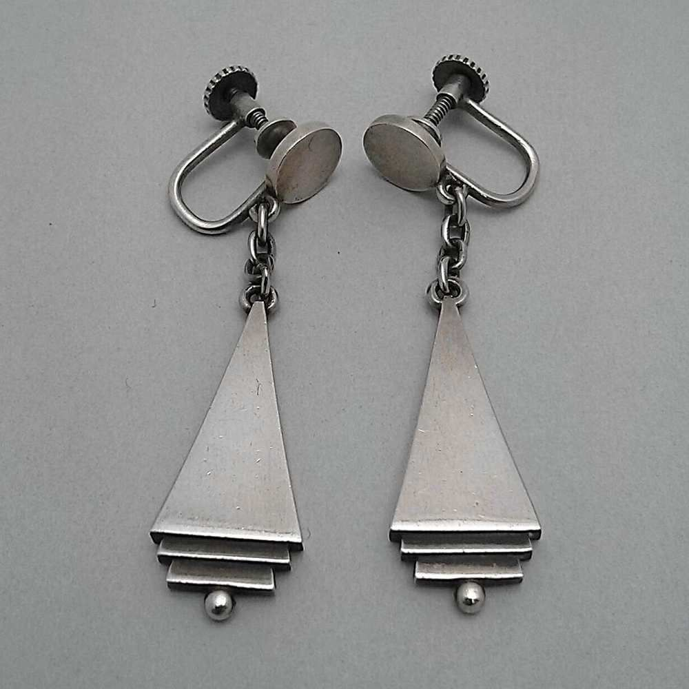 """VINTAGE GEORG JENSEN RARE PYRAMID EARRINGS # 73, STERLING SILVER. DESIGNED BY HARALD NIELSEN. SCREW BACK. Condition: fine vintage, preowned Year: after 1945 Size: 3/4"""" diam."""