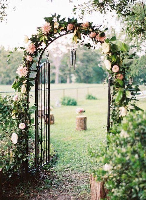Idee Rankgitter Torbogen Mit Blumen Dekoriert Als Hintergrund Für Trauung