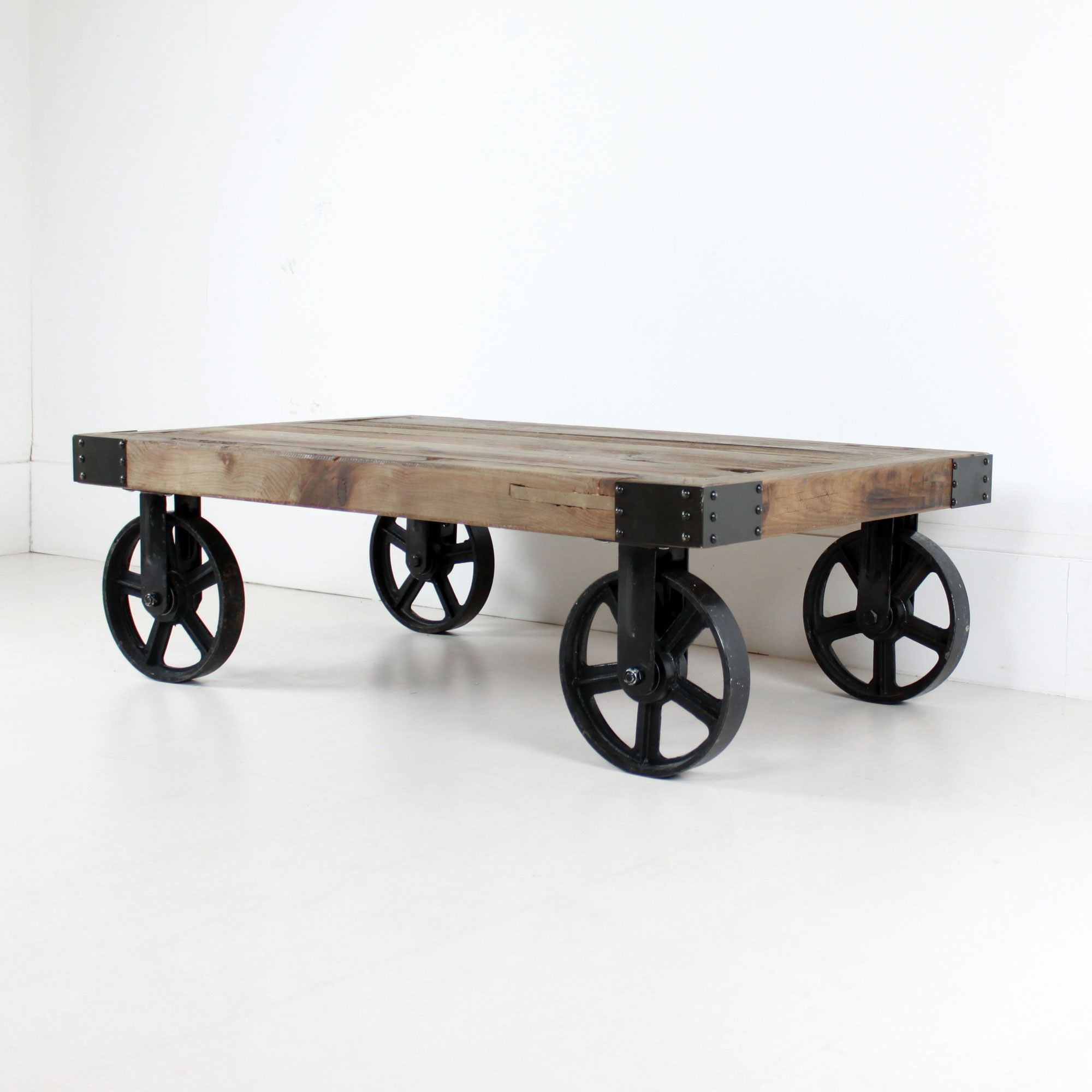 Industrial Coffee Table on Wheels heimilihugmyndir Pinterest