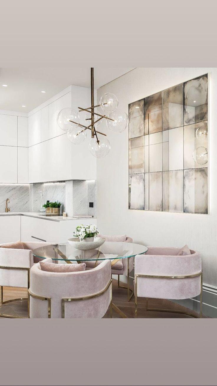 Photo of Hellrosa Samt Esszimmerstühle Blasse Palette #glamour #homedecorating #luxuryho …